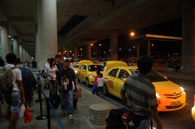 ターミナル3のイエロータクシー