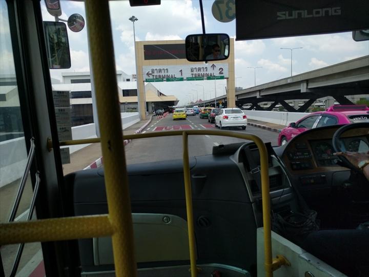 スワンナプーム⇔ドンムアン間のシャトルバス(ターミナル入り口)