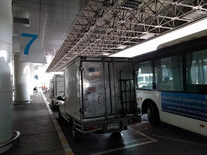 スワンナプーム⇔ドンムアン間のシャトルバス(到着)