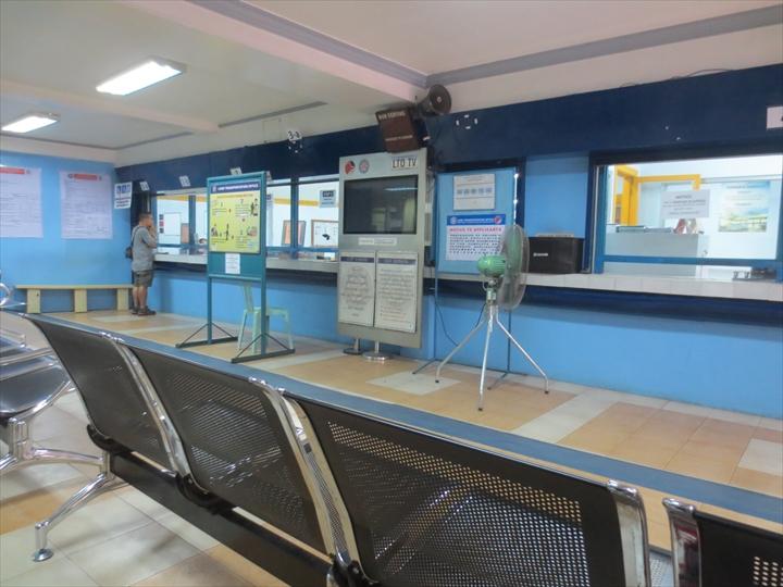 フィリピン免許証の更新(冷房の効いた待合室1)