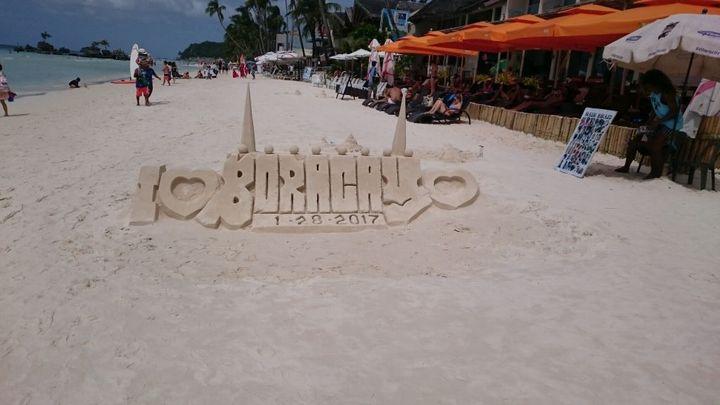 ボラカイのボートステーション1のビーチの様子