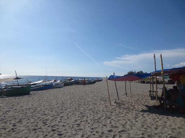 プンダキットビーチ(右方面)