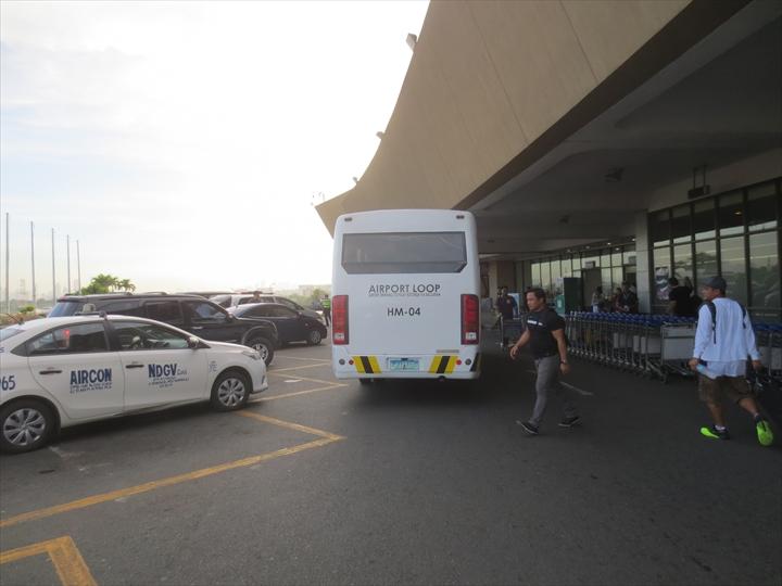 エアポートループバスでターミナル1へ(マニラのターミナル1)