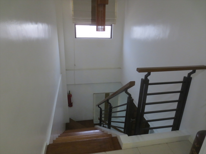 エリシーア コンドテル(2階から見た階段)