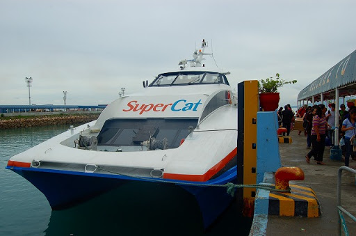 タグビララン・埠頭 スーパーキャット・到着時