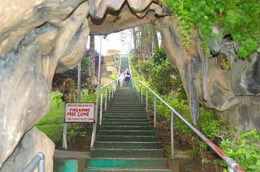 ボホール島・チョコレートヒル ※駐車場から展望台に登る階段