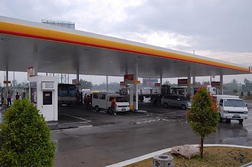 パーキングから見たガソリンスタンド