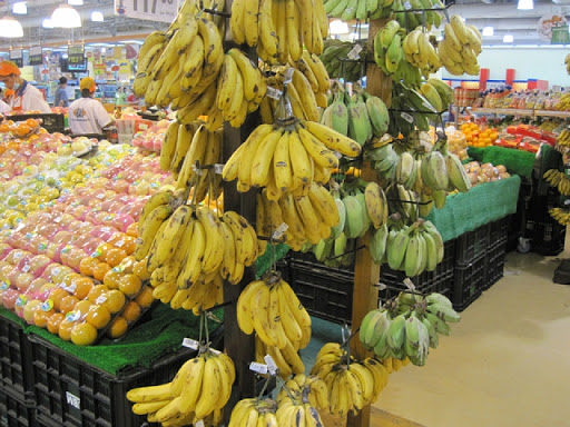 SMクラーク内のフルーツ売り場の様子(3)