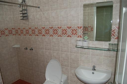 アンヘレスのウォークアバウトホテル - 洗面所やトイレ付近