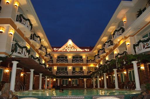ボラカイマンダリンアイランドホテル - ホテル夕暮れの全貌