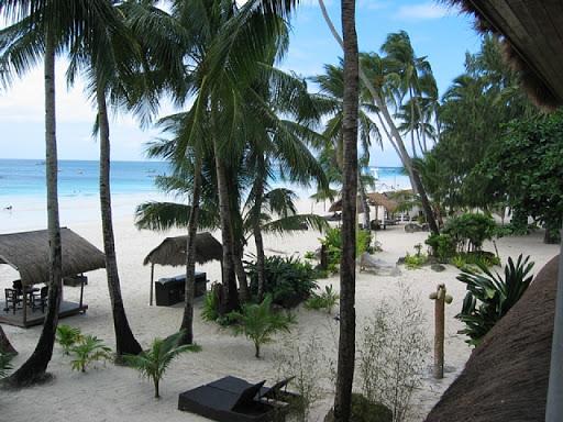 パールオブザパシフィックボラカイ - ベランダからビーチを望む