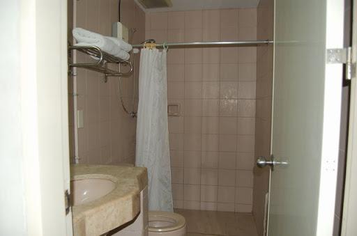 ディプロマット ホテル - 洗面&シャワー