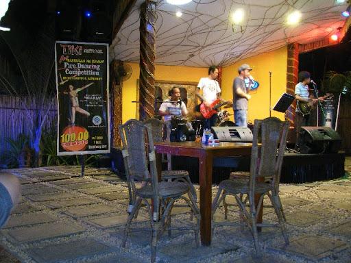 TIKI REST BAR ライブバンド - プエルトプリンセサ パラワン