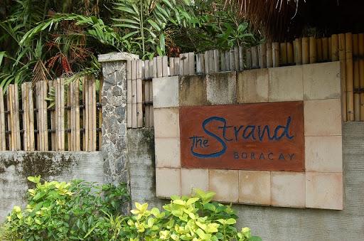 ザ ストランド ホテル - エントランス前のプレート