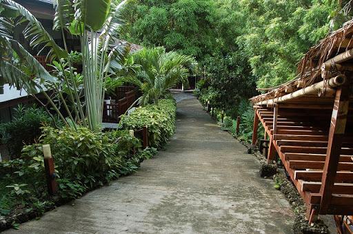 ザ ストランド ホテル - プールへ続く階段