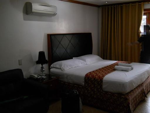 グランドセントラルホテル - ベッド周辺の様子