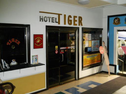 タイガーホテル - ホテル入口