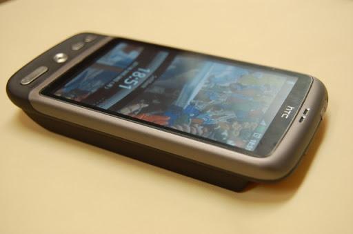 大容量バッテリーを装着した、HTC Desire X06HT