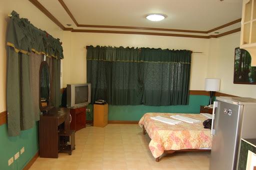 ナタリアホテル - ベットと部屋の様子(1)