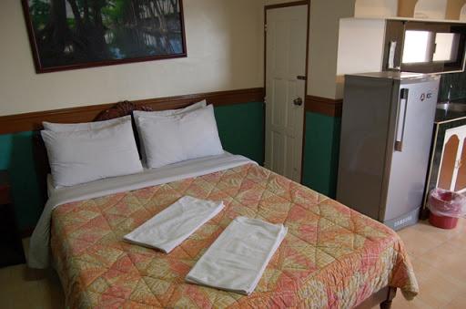 ナタリアホテル - ベットと部屋の様子(2)