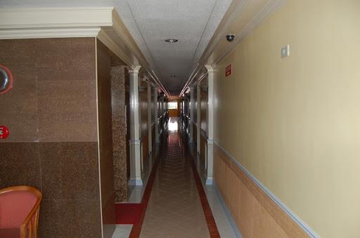 9Five0コンドテル - 細長く狭い廊下