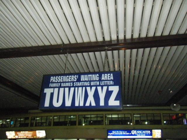 ニノイアキノ国際空港ターミナル1 - アルファベットのプレート(2)