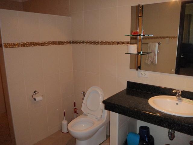 ホリディドリームホームアンヘレス - 洗面とトイレ
