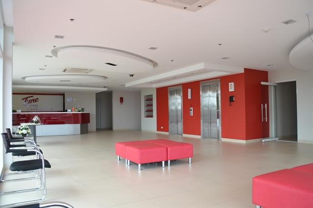 チューンホテル - 2Fのムダに広いロビー