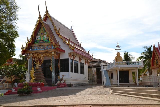 パタヤ・ラン島の埠頭付近の寺院