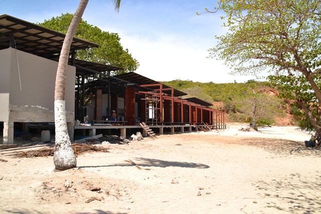 ナウルビーチ - 建設中の何か(レストランとか土産品店とかになるかな)
