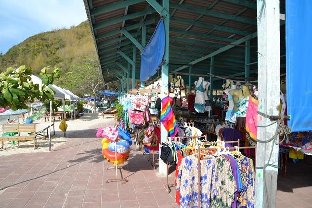 トンランビーチ - 隣接する場所では水着や浮き輪などを販売