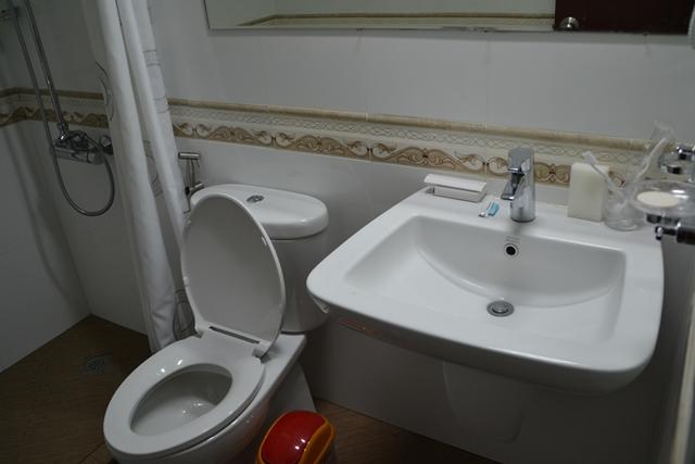 ギャラクシーホテル - トイレと洗面