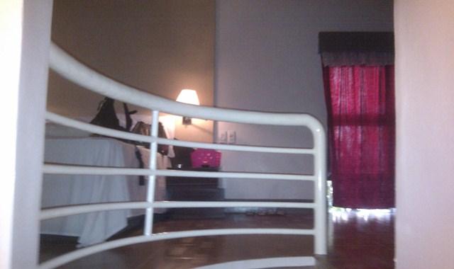 Kings SPA - 中二階に上る階段から