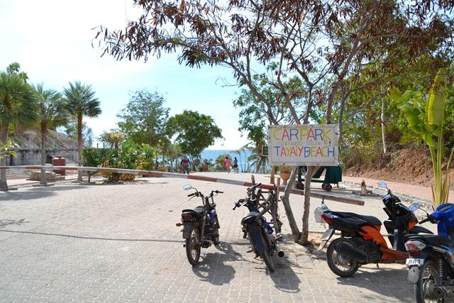 ターヤイビーチ - 子供が見える場所からビーチへ