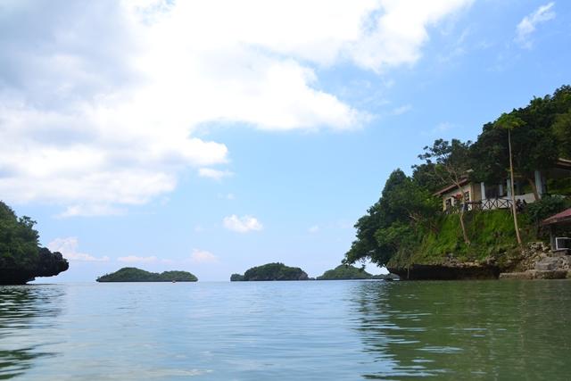 ハンドレッドアイランド - チルドレン島の桟橋から島々を望む
