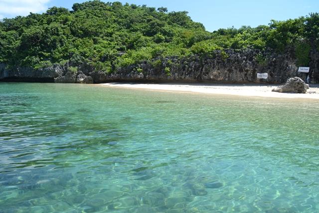 ハンドレッドアイランド - ロペス島のキレイな澄んだ海