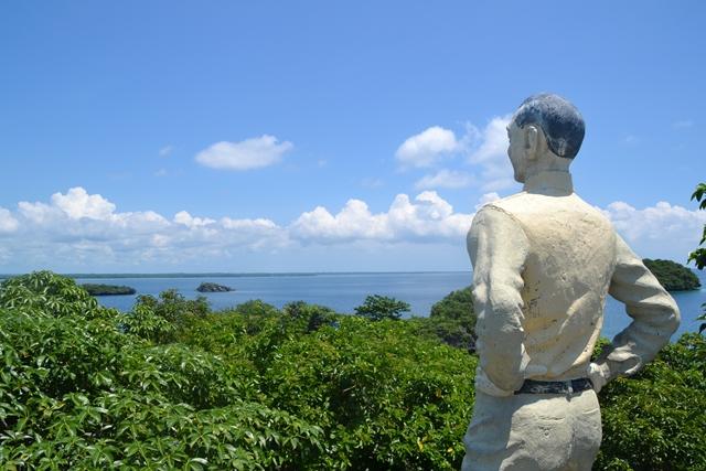 ハンドレッドアイランド - ケソン島のケソン大統領の像