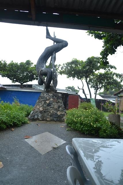 ハンドレッドアイランド - ルカップのボート乗り場にあった記念碑
