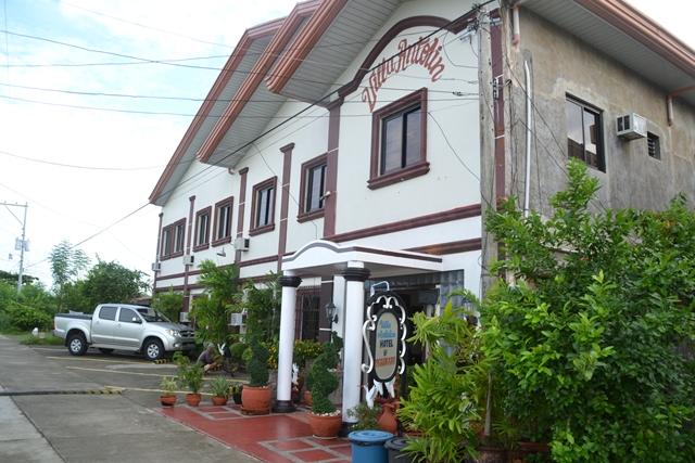 Villa Antolin HOTEL & Restaurant - 建物外観(入り口反対側がハンドレッド・アイランズ方面)