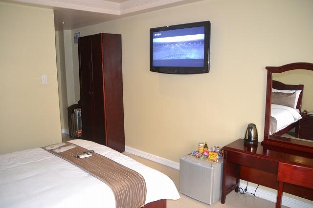 クラーク・インペリアル - ベットと部屋の様子 ※壁掛け液晶TV