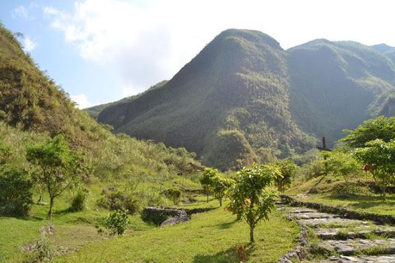 Crater of Mount Pinatubo - 反対側は整備されています