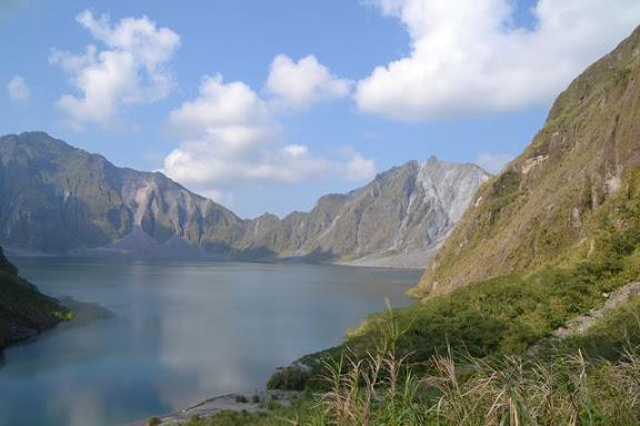 火口湖に降りる前の眺望の良い場所で・・・