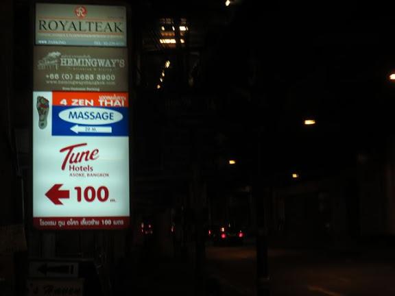 チューン・ホテル・バンコクの小さな看板