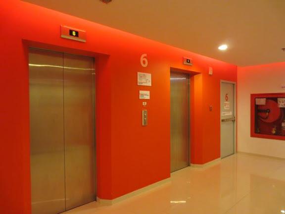 チューン・ホテル・バンコクのエレベーターホール
