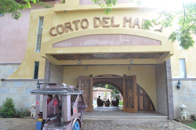 コートデルマーホテルの正面玄関