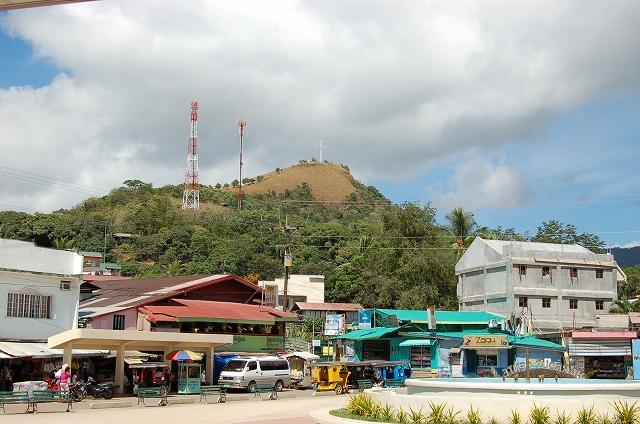 タプヤス山 - コロンの埠頭から見上げる(2011当時)