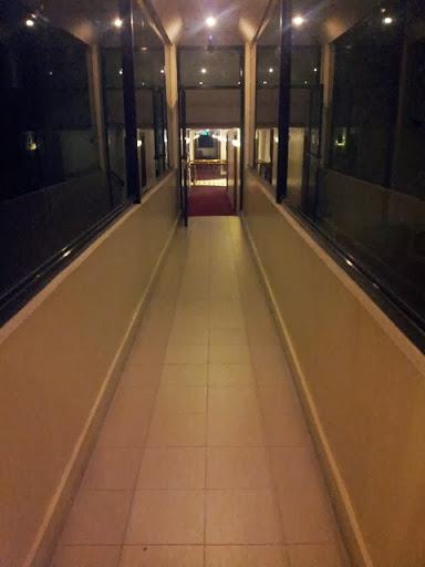 バーボン・ストリートコンドテルホテル - ワイルド・オーキッドへ向かう廊下