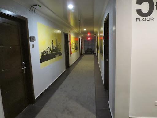 クィーンズホテル アンヘレス - 廊下の様子