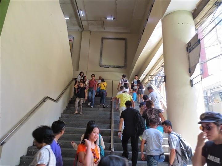 タフトアベニュー駅に行く階段