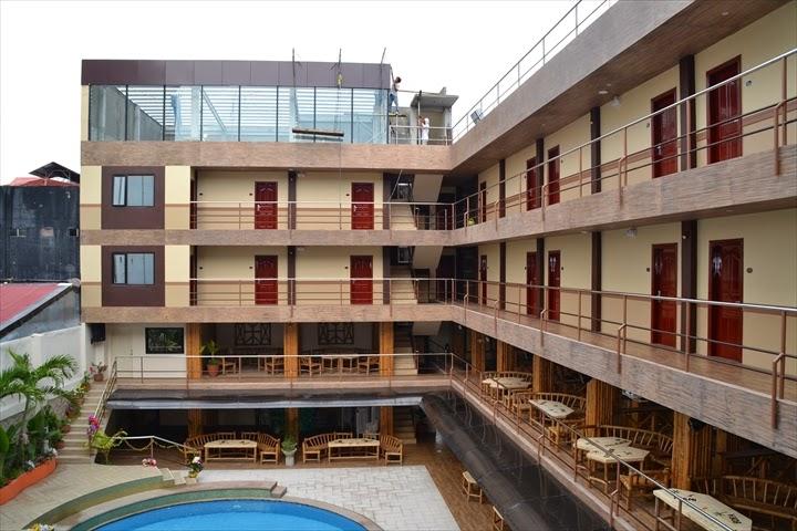 Score Bird's HOTEL - 1~2階が客席で3~4階が客室